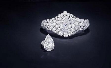 Chiếc đồng hồ 40 triệu USD và chiếc nhẫn tháo rời ra từ chính nó.