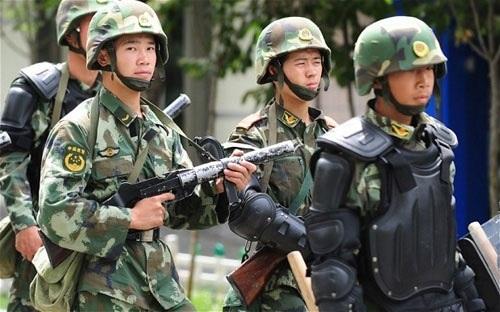 Lực lượng cảnh sát vũ trang Trung Quốc tại Urumqi, thủ phủ khu tự trị Duy Ngô Nhĩ Tân Cương. (Ảnh:
