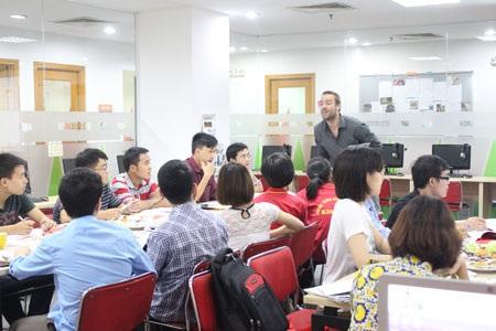 Buổi hội thảo tiếng Anh theo chủ đề được tổ chức thường xuyên tại