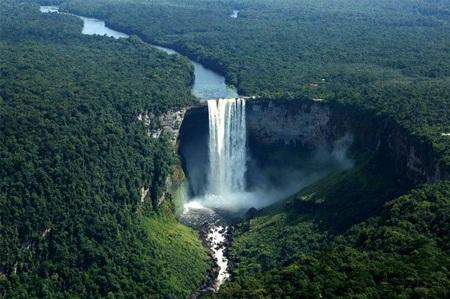 Thác nước Kaieteur, Guyana. (Ảnh: diply.com)