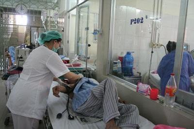 Bệnh nhân tiêu chảy nặng điều trị tại BV Bệnh Nhiệt đới T.Ư. Ảnh: H.Hải