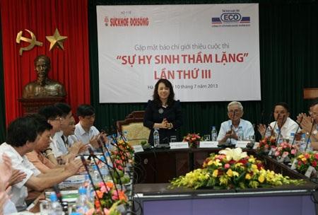 Bộ trưởng Bộ Y tế chủ trì cuộc họp phát động cuộc thi viết Sự hi sinh thầm lặng.