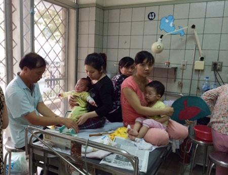 Tình trạng quá tải tại khoa Nhi, Bạch Mai