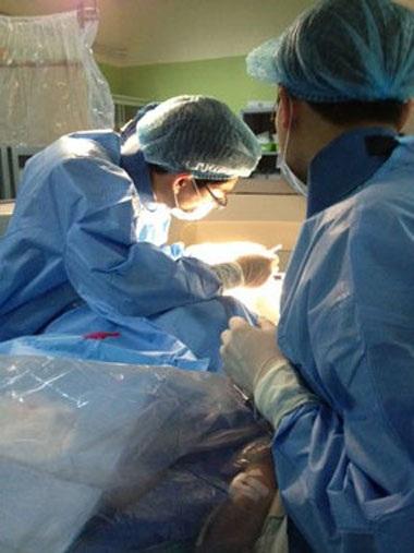 Bệnh nhân thoát mù nhờ can thiệp thông động mạch cảnh qua...mắt