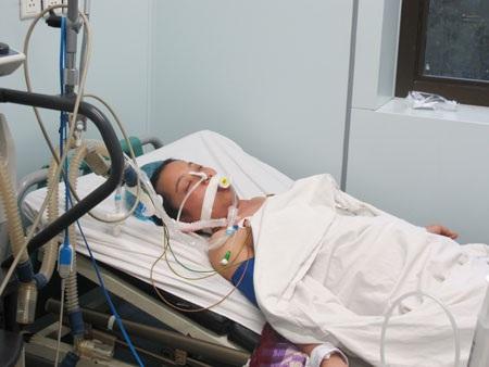Nhiều bệnh nhân nguy kịch vì cúm thường. Ảnh: H.Hải