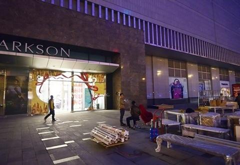 Các chủ cửa hàng chuyển khỏi Parson trongđêm ngày 2/1/2015 do Parkson
