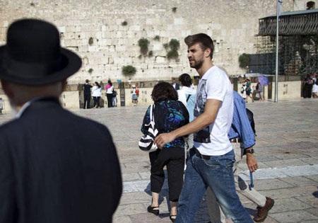 Pique và Shakira sánh đôi tại Israel - 6