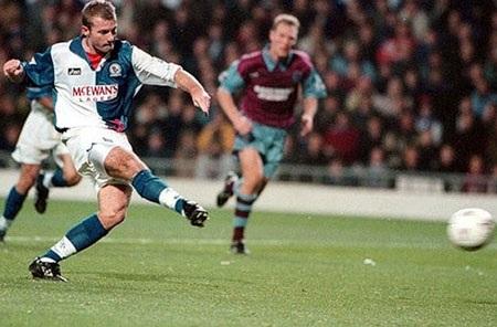 Những cột mốc trong lịch sử hơn 20.000 bàn thắng ở Premier League - 4