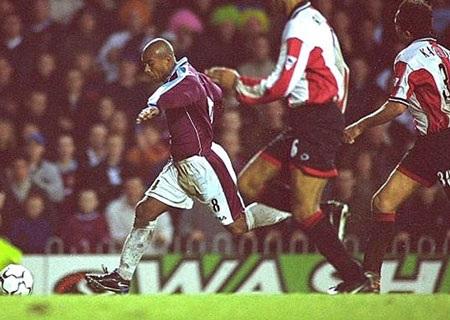 Những cột mốc trong lịch sử hơn 20.000 bàn thắng ở Premier League - 9