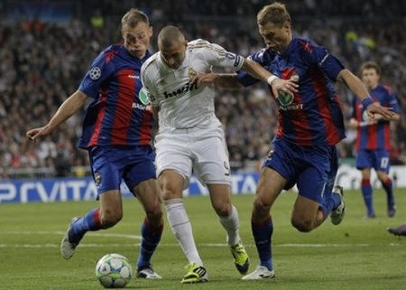 Đường rộng cho Real Madrid, hiểm họa chờ Barcelona