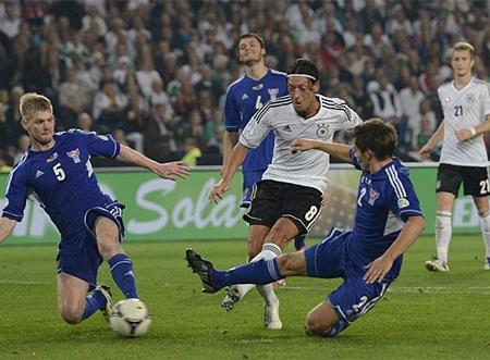 ĐT Đức của Mesut Oezil đánh bại Faroe 3-0