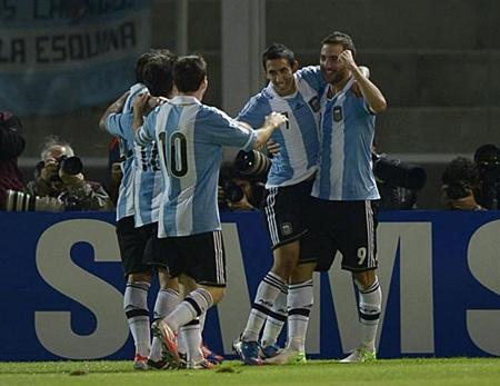 Nhưng Messi mới là ngôi sao lớn nhất trong thắng lợi 3-1 của Argentina trước Paraguay