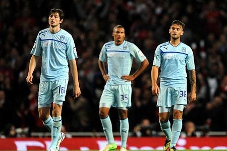 Coventry đã nhận thất bại đau đớn tại Emirates