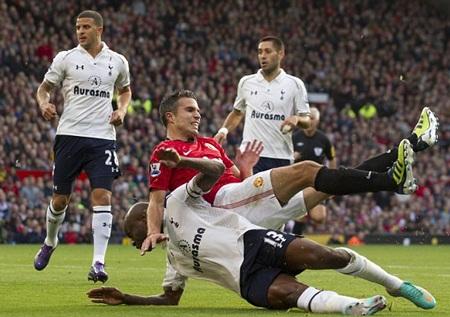 Van Persie và đồng đội gục ngã đau đớn trước Spurs tại Old Trafford