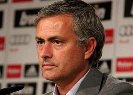 Mourinho khẳng định tiền không thể mua được các danh hiệu