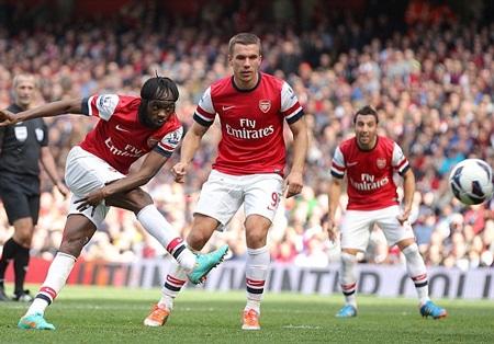 Gervinho gỡ hòa 1-1 cho Arsenal