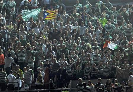 Rất đông CĐV Celtic có mặt tại Nou Camp để cổ vũ đội nhà