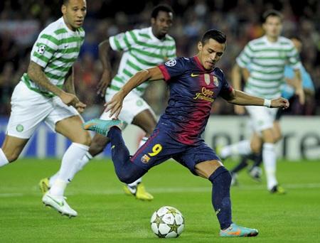 Alexis Sanchez bỏ lỡ cơ hội ngon ăn ngay ở phút thứ hai
