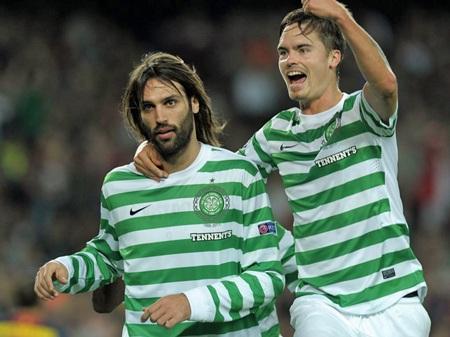 Samaras ăn mừng bàn thắng mở tỷ số cho Celtic ở phút thứ 9