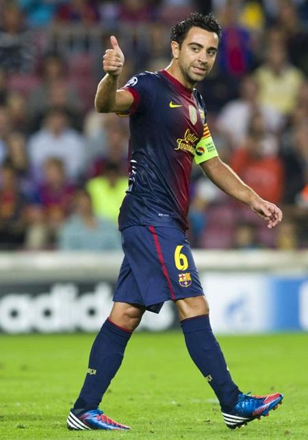 Nhạc trưởng Xavi chính là người kiến tạo để Iniesta ghi bàn