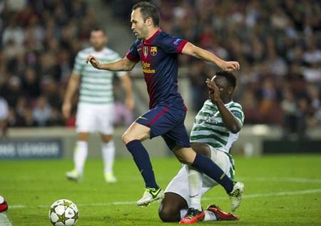 Iniesta gỡ lại một bàn cho Barcelona ở cuối hiệp 1