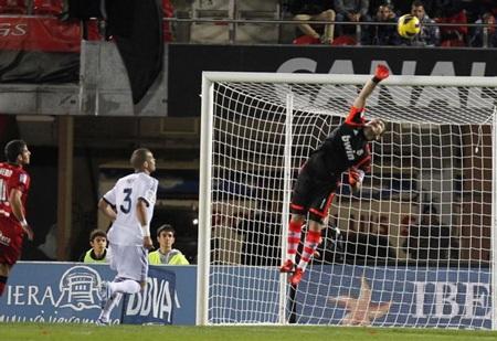 Thủ thành Iker Casillas tiếp tục có được những pha cản phá xuất sắc