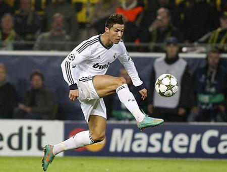 C. Ronaldo ghi bàn gỡ hòa cho Real Madrid