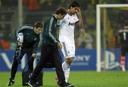 Real Madrid còn chịu tổn thất khi Khedira dính chấn thương