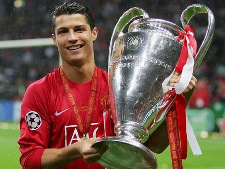 C. Ronaldo đã có những ngày tháng vinh quang cùng MU
