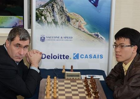 Quang Liêm và Ivanchuk phạm luật thi đấu