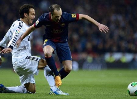 Barcelona là đội chủ động hơn về thế trận