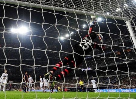 Thủ thành Diego Lopez cũng chơi tốt trong ngày ra mắt Real Madrid