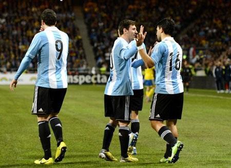 Aguero và Higuain tỏa sáng trong chiến thắng của Argentina