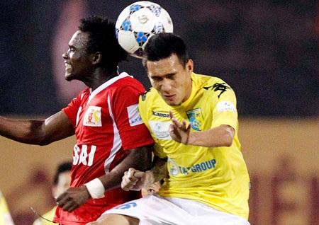 Những trung vệ xuất sắc ở V-League hiện nay đều là ngoại binh - Ảnh: Gia Hưng