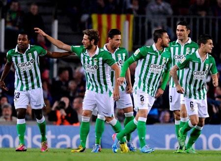 Real Betis gây sốc ở Nou Camp khi liên tục dẫn trước