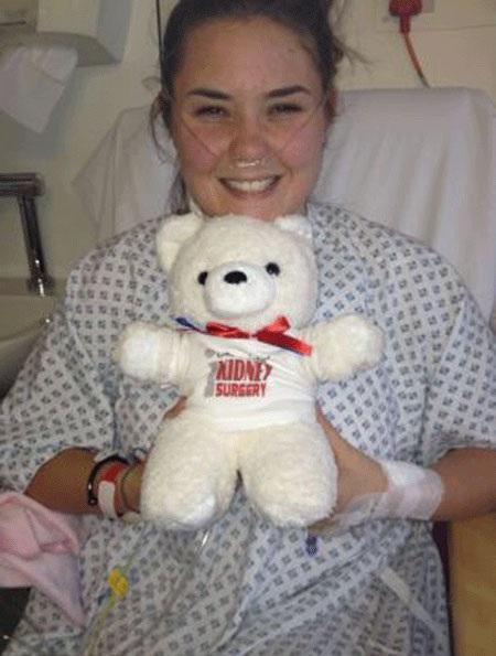 Khi phẫu thuật các bác sĩ đã rất ngạc nhiên khi phát hiện Jessica có tới 4 quả thận