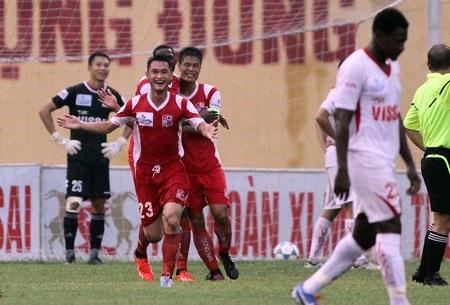 Sân Đồng Nai chưa thể có dàn đèn để phục vụ V-League - Ảnh: Gia Hưng