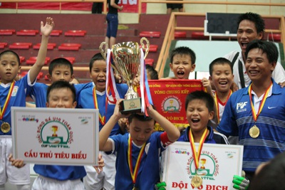 PVF vô địch bóng đá U10 toàn quốc 2013