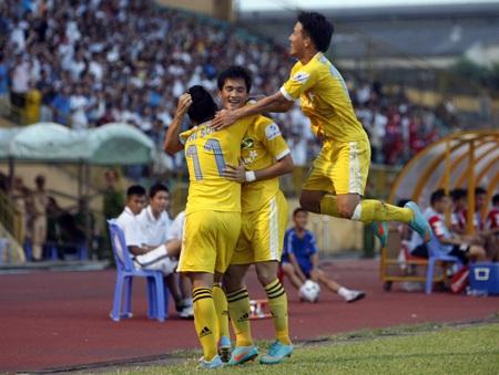 Niềm vui chiến thắng của các cầu thủ SL Nghệ An -Ảnh: Gia Hưng