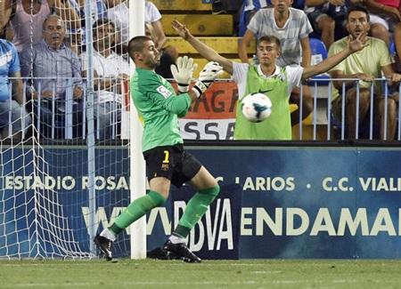 Cột dọc đã cứu cho Barca thoát một bàn thua ở trận đấu này