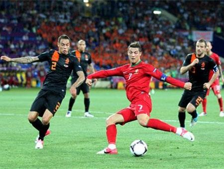 C. Ronaldo luôn có duyên khi đối đầu Hà Lan