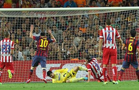 Messi bỏ lỡ một quả penalty đầy đáng tiếc