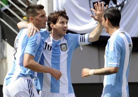 Tấm vé dự World Cup 2014 đang nằm trong tầm tay Argentina