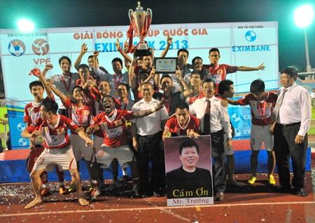 Niềm vui vô địch của các cầu thủ V. Ninh Bình - Ảnh: Gia Hưng