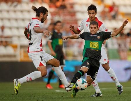 Elche (đen) bị đánh giá yếu hơn hẳn nhiều đội bóng tại La Liga