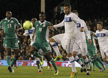Italia không thể đánh bại Nigeria tại London