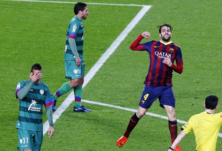 Cesc Fabregas ấn định thắng lợi 5-1 cho Barcelona