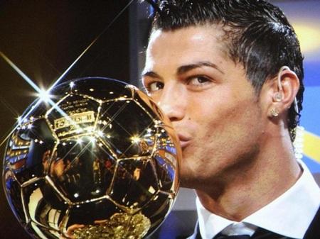 Việc C. Ronaldo giành Quả bóng vàng đang gây ra nhiều tranh cãi