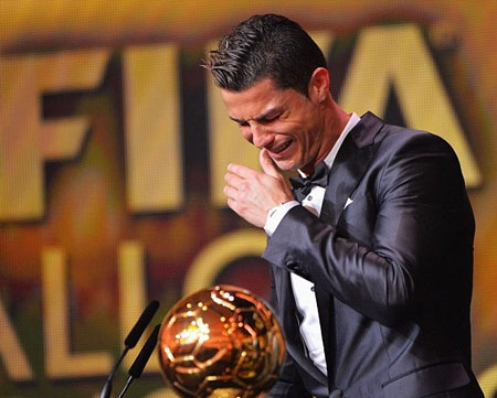 Sau 4 năm núp dưới bóng Messi, cuối cùng Ronaldo đã trở lại ngôi số 1 thế giới