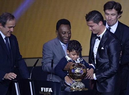 ...và Vua bóng đá Pele